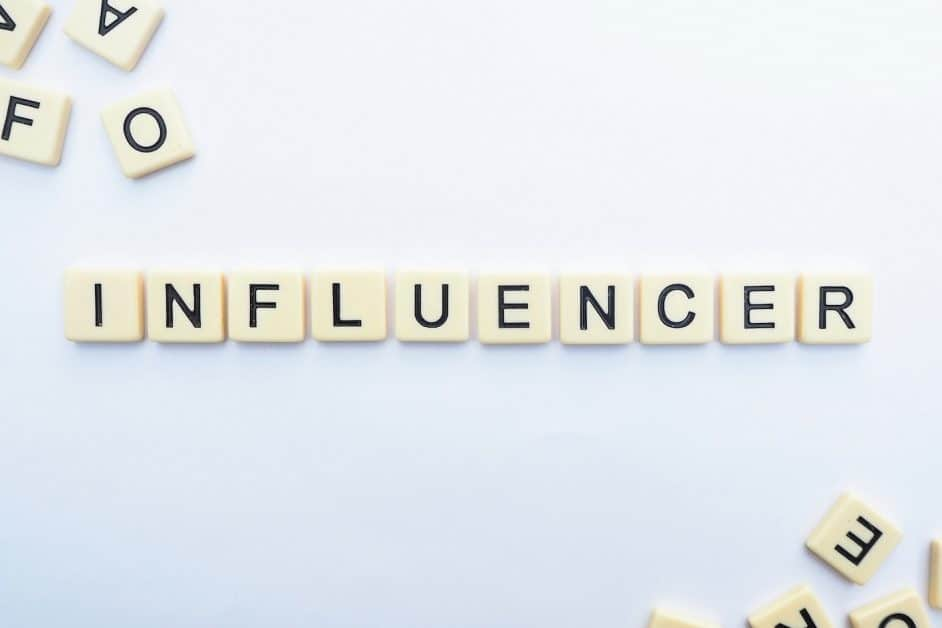 female influencers to follow