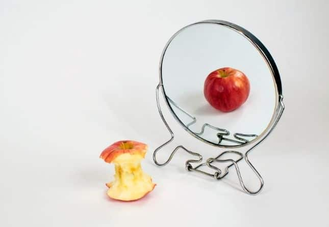 apple in a mirror